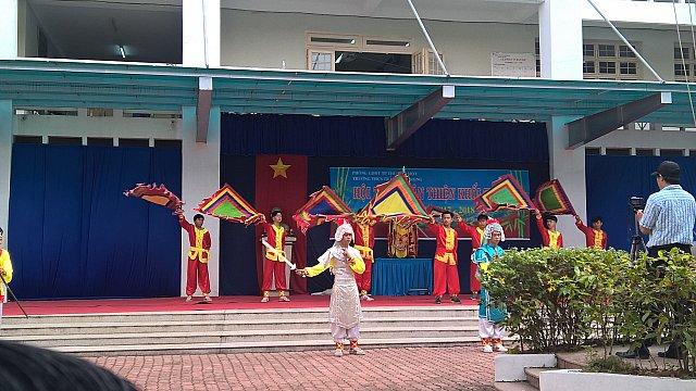 Văn nghệ chào mừng của trường THCS Trần Bình Trọng